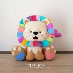 Felt Animal Patterns, Felt Crafts Patterns, Stuffed Animal Patterns, Handmade Baby Gifts, Handmade Felt, Foam Crafts, Diy And Crafts, Dinosaur Toys, Felt Decorations