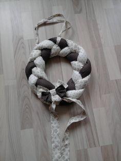 Věnec smetanovo-hnědý, průměr 35cm