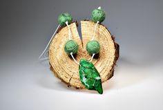 Beautiful handmade felted necklace | Ball necklace | Winter fashion | Neelde felting | Green merino wool | Boho necklace | Real Gemstone | door MaxtacyHandcraft op Etsy