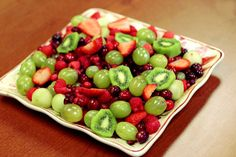 This green and red Christmas fruit salad is a easy to make and delicious to eat. This salad is full of healthy winter fruits that everyone will love to eat! Christmas Fruit Salad, Christmas Party Food, Christmas Lunch, Red Christmas, Christmas Recipes, Christmas Cookies, Holiday Recipes, Fruit Crafts, Green Fruit
