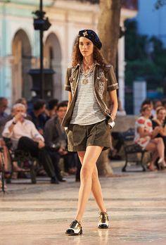 Показ круизной коллекции Chanel 2016/17 на Кубе   Bazaar.ru