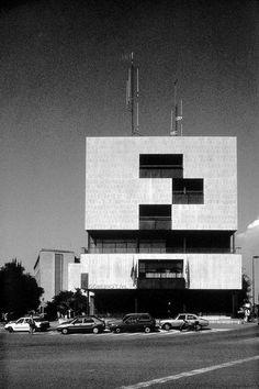 Gobierno Civil de Tarragona (1957-1964). © Fundación Alejandro de la Sota. Futuristic Architecture, Architecture Design, Richard Rogers, Bubble House, Design Thinking Process, Colani, Dome House, Urban Planning, Brutalist