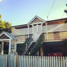 Jasmine on the balustrade & batwing verandah doors - Google Search | Australian Verandahs and ... pezcame.com