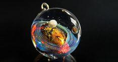 """Кулон шар """"2 планеты, звезда, космос"""" Голубой золотой черный Огонь лед - купить или заказать в интернет-магазине на Ярмарке Мастеров - AQV9JRU. Москва   Кулон-шар целиком из стекла, сделан в технике…"""
