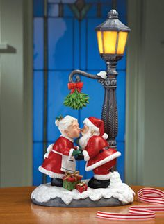 Christmas Carolers Singers Set 4 Decor Prop Figurines