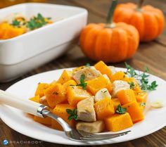 This casserole with savory bites of lean chicken breast, pumpkin, and fresh herbs has a whopping 25 grams of protein per serving and only 182 calories. #chicken #dinner #lunch #pumpkin #recipes