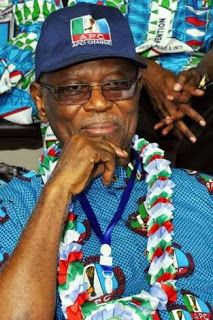 APC crisis: Oyegun-led NWC members move personal belongings out of offices     National officers of the ruling All Progressives Congress, AP...