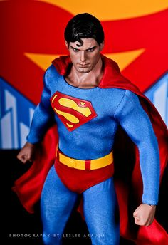 I love that this staue is the Christopher Reeve Superman First Superman, Superman And Lois Lane, Superman Family, Superman Man Of Steel, Comic Book Characters, Comic Character, Comic Books Art, Mundo Superman, D Mark
