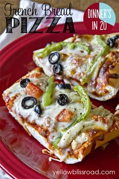 I bought pre made garlic bread from grocery store and added a meat topping with pizza sauce and cheese. Easy French Bread Pizza - Dinner's in 20 Pizza Recipes, Cooking Recipes, Dinner Recipes, Pain Pizza, Pizza Pizza, Pizza Food, French Bread Pizza, French Loaf, French Dip