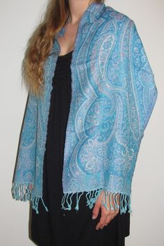 Designer cashmere pashmina warm winter scarf /scarves in many designs, reversible beauty and good warmth on sale. Women love the designer warm scarves for their unique artsy weaves. http://www.yourselegantly.com/winter-scarves/paisley-scarves.html