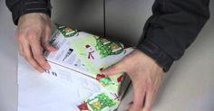 Bojujete při balení dárků s balicím papírem a berete si na pomoc příliš velké množství lepicí pásky? Podívejte se na japonský způsob balení dárků. Trik spočívá ve správném umístění balíčku a ohýbání rohů. Výsledek je více než efektivní, dárek budete mít zabalený během 30 sekund. Video návod Zdroj:youtube.com