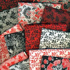Fabric Freedom Ruby Black 13 Fat Quarter Bundle