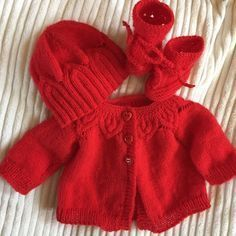 Set of birth vest, hat and red slippers Baby Knitting Patterns, Baby Sweater Knitting Pattern, Crochet Baby Cardigan, Knitting Dolls Clothes, Doll Clothes, Tricot Baby, Baby Doll Set, Red Slippers, Baby Couture