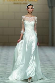 Trouwjurk trend 4: Jaren '30 Glamour #bruiloft #trouwen #trends #2015 #wedding #trouwjurken #bruidsjurken Lees alle trouwjurken trends 2015 op ThePerfectWedding.nl | Credit: Pronovias