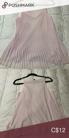 Banana republic pleated camisole Like new! Plus Fashion, Fashion Tips, Fashion Trends, Banana Republic Tops, Camisoles, Product Description, Summer Dresses, Closet, Outfits