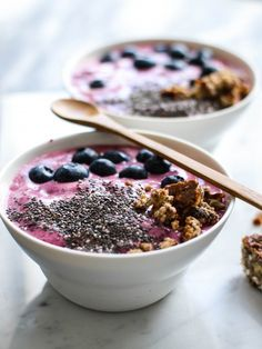 Breakfast beetroot smoothie bowl - A tasty love story