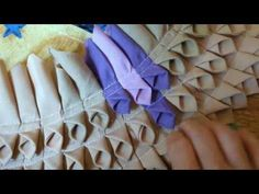 Mulher.com 25/02/2015 Tapete de seda por Ângela Freire Parte 2 - YouTube Patchwork Quilting, Christmas Tree Accessories, Recycled Rugs, Quilt Patterns, Sewing Patterns, Rag Rug Tutorial, Pom Pom Crafts, Ribbon Work, Fabric Manipulation