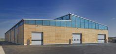 Der neue Standort von Huber und Sohn. Produktionshalle aus Holz.