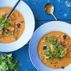 Denne viiiildt lækre vietnamesiske suppe med kylling er nu på bloggen opskriften er stærkt inspireret fra @anhlele nye kogebog - som du i selvsamme indlæg har mulighed for at vinde Jeg håber I kan bruge opskriften - den kan findes ved at følge det link som jeg har sat ind i min profil Asian Recipes, Real Food Recipes, Soup Recipes, Vegetarian Recipes, Healthy Recipes, Prep & Cook, Cook N, Vietnamese Chicken Soup, Mulligatawny