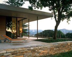 Vinhedo na Califórnia inspira casa na montanha