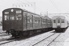 偶数車クモハ73626。種車は、屋根の曲率(カーブ)を変更した1956年製モハ72701。クモハ73612と比べると、若干印象が変わったように見える。南武線、中原電車区にて。1978年7月