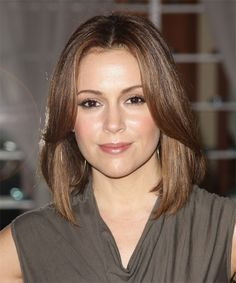 View yourself with Alyssa Milano hairstyles and hair colors. View styling steps and see which Alyssa Milano hairstyles suit you best. Formal Hairstyles, Celebrity Hairstyles, Pretty Hairstyles, Alyssa Milano Hair, Medium Hair Styles, Curly Hair Styles, Mid Length Hair, Hair Today, Hair Dos