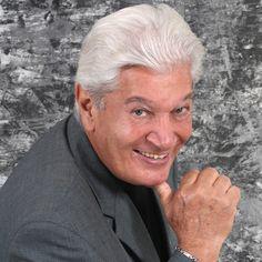 Adalberto Santiago es un cantante puertorriqueño de salsa.