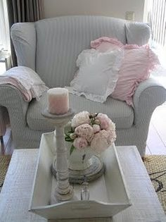 Beautiful grey and pink, love the combo