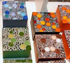 Mosaic Tile Art, Mosaic Flower Pots, Mosaic Projects, Box Design, Flower Designs, Decoupage, Mandala, Decorative Boxes, Creations