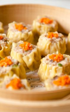 How to Make Cantonese Shumai (Siu Mai) Shumai (燒賣) are steamed pork dumplings that are perennial favorites at dim sum. In this step-by-step shumai recipe, I show you how to prepare and wrap shumai. Steamed Pork Dumplings, Shrimp Dumplings, Chinese Dumplings, Asian Recipes, Healthy Recipes, Ethnic Recipes, Dumpling Recipe, Asian Cooking, Mets