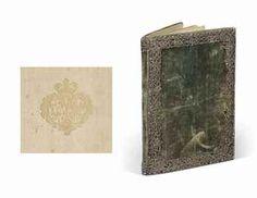 TRÈS RARE ET UNIQUE ÉDITION, LE SEUL EXEMPLAIRE CONNU IMPRIMÉ SUR SOIE, de ce poème célébrant le mariage de la jeune Marie-Antoinette avec le dauphin de France et la réconciliation franco-autrichienne. L'impression de cet ouvrage, offert à la Dauphine lors de son arrivée à Strasbourg le 7 mai 1770, fut financée par l'université de la ville.