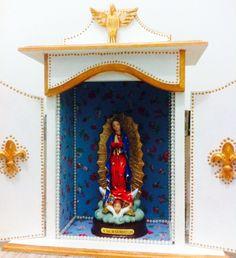 Oratório estilo barroco (branco e dourado) -  Nossa Senhora de Guadalupe.