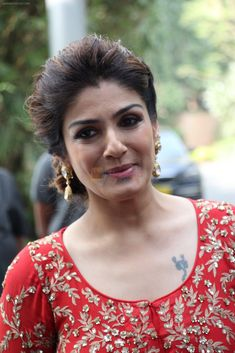 Raveena Tandon at Seven seas event to celebrate children's Day on Nov 2016 Most Beautiful Bollywood Actress, Indian Bollywood Actress, Indian Actresses, Raveena Tandon Hot, Bollywood Pictures, Hot Actors, Child Day, Bollywood Celebrities, India Beauty