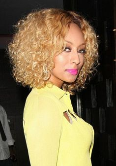 Keri Hilson Blonde Bob Hairstyles will guide you for a different bob cuts. Hilson, prefer a tailed bob, curly, soft wavy and blunt bangs. Long Weave Hairstyles, Blonde Bob Hairstyles, Medium Bob Hairstyles, Celebrity Hairstyles, Short Curly Hair, Curly Hair Styles, Natural Hair Styles, Short Blonde, Quick Weave