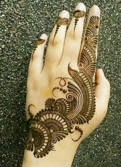 Mehndi henna designs are always searchable by Pakistani women and girls. Women, girls and also kids apply henna on their hands, feet and also on neck to look more gorgeous and traditional. Henna Hand Designs, Dulhan Mehndi Designs, Mehndi Designs Finger, Simple Arabic Mehndi Designs, Modern Mehndi Designs, Mehndi Designs For Beginners, Mehndi Design Pictures, Mehndi Designs For Girls, Wedding Mehndi Designs