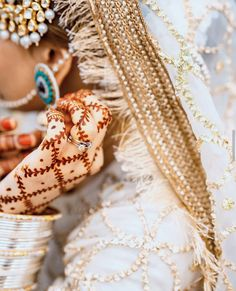 Discovered by Find images and videos on We Heart It - the app to get lost in what you love. Mehndi Designs For Girls, Modern Mehndi Designs, Wedding Couple Poses Photography, Bride Photography, Bridal Dupatta, Pakistani Bridal, Girl Hand Pic, Stylish Girls Photos, Bridal Photoshoot