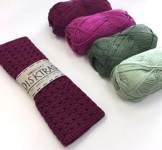 Då vet folk vad de kommer få i present framöver. Crochet Home, Diy Crochet, Crochet Ideas, Stick O, Knitting Patterns, Crochet Patterns, Crochet Potholders, Textiles, Blogg