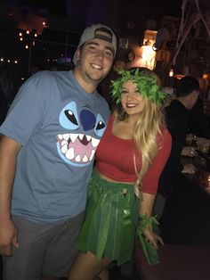 Require an impressive fancy dress costume this Halloween? Have yourself one of these new Halloween Costumes for DIY Couples Costume Lilo & Stitch. Meme Costume, Costume Lilo, Easy Couple Halloween Costumes, Easy Couples Costumes, Couples Halloween, Easy Diy Costumes, Halloween Kostüm, Diy Halloween Costumes, Couple Costume Ideas