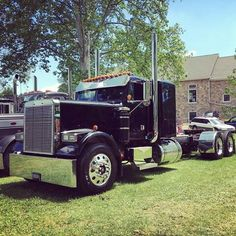 Freightliner Classic 3 Axle Straight Stacks...