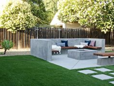 The Great Outdoors: Top 10 Backyard Design Ideas for stylish backyard decorating. Fire pits, string lights, hot tubs and so much more inspo! Backyard design fire pits The Great Outdoors: Top 10 Backyard Design Ideas Backyard Seating, Backyard Patio Designs, Fire Pit Backyard, Backyard Landscaping, Backyard Ideas, Landscaping Ideas, Patio Ideas, Modern Backyard Design, Garden Ideas