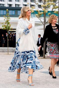 Beauty And Fashion, Fashion Looks, Womens Fashion, Blue Bloods, Queen Maxima, Elegant, Tweed, Midi Skirt, Royalty