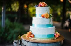 Roses and chrysanthemum with light blue ribbon on three tier circle wedding cake. | The Celebration Society