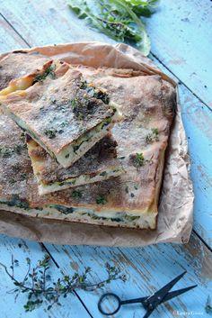 Essenza di Vaniglia: Pizza croccante ripiena di cicoria selvatica