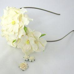 Hårbøjle med gardeniaer i cremehvid