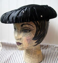 Hope and Joy Home: Vintage Hats- Mannequin head inspiration for jewelry displays. I should really make one with some of the cheap styrofoam heads.