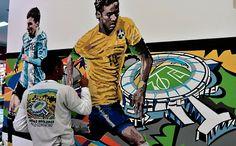 Neymar. 2014. Grafiti em uma parede no perímetro do Aeroporto de Congonhas, em São Paulo, SP, Brasil. Paulo Consentino.  Fotografia:  AFP.