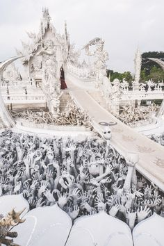 The craziest temple – The White Temple of Chiang Rai, Thailand