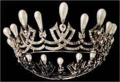 Coming from the imperial Russian collection, this tiara is best associated with Empress Marie Feodorovna (1847-1928), the wife of Alexander III.
