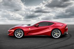 2017 Ferrari 812 Superfast(Credit: