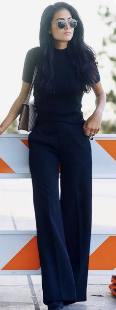 60 Fall Street Style Trends To Copy Right Now All Black Everything Mode Outfits, Office Outfits, Fall Outfits, Office Wear, Office Attire, Chic Outfits, Work Outfits Women Winter Office Style, Casual Work Outfit Winter, Office Look Women